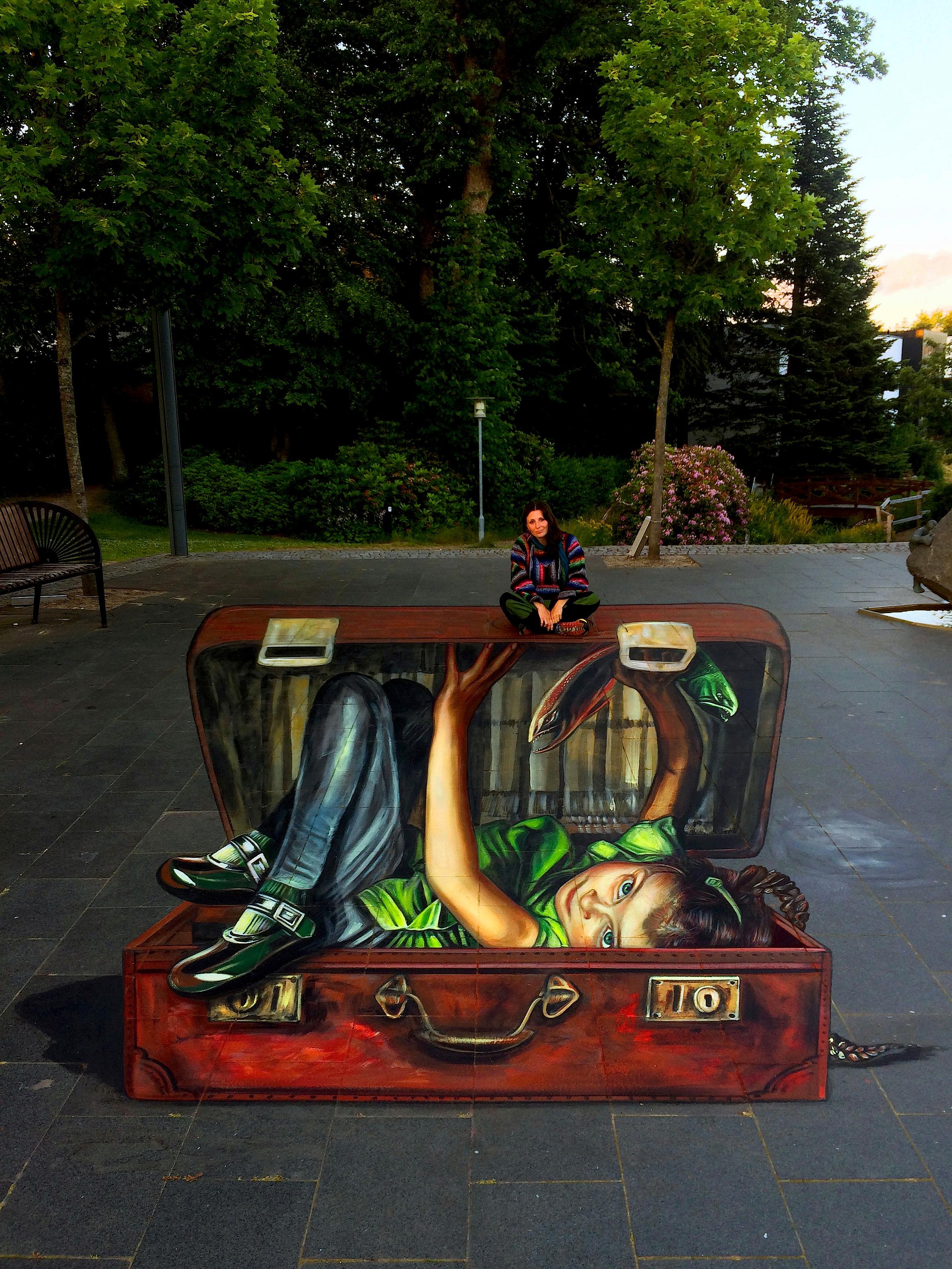 verabugatti streetart arteurbana illusioniottiche 3Dstreetart anamorfosi chisiamodadoveveniamo 3Dsuitcasse brandestreetartfestival shoesanamorfico anamorphic illusions urbanart madonnari3D